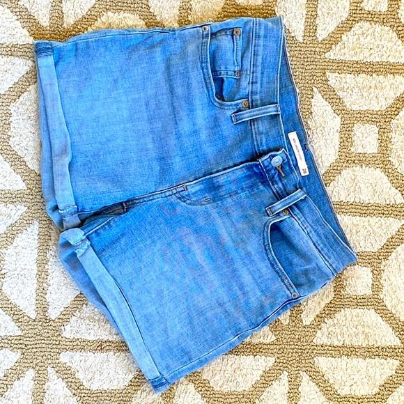 🌸 LEVI's Blue jeans denim mid length shorts sz 28